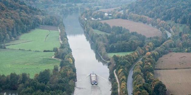 Zwei Crewmitglieder sind bei der Havarie eines Hotelschiffs auf dem Main-Donau-Kanal in Bayern getötet worden.