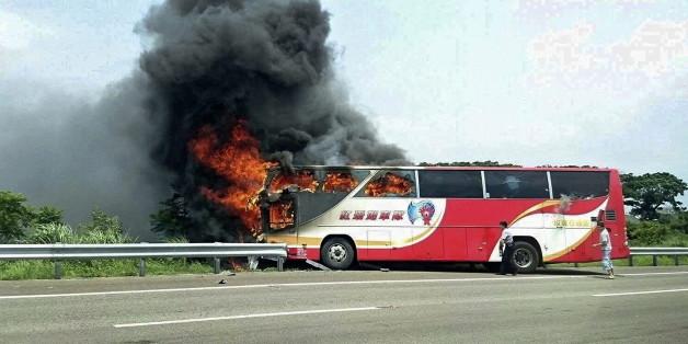 Der Bus brannte vollständig aus.