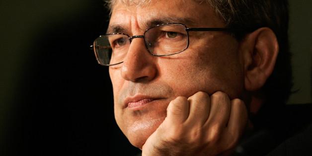 Der türkische Nobelpreisträger Orhan Pamuk verlangt die sofortige Freilassung aller Intellektuellen in der Türkei