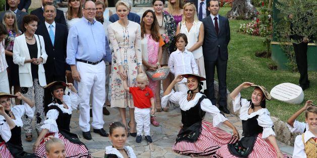 Fürst Albert II von Monaco mit seiner Ehefrau Charlene und ihrem Sohn Jacques