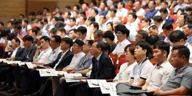 6일 오후 정부세종청사에서 열린 직종별 청탁방지 담당관 교육에 많은 공무원들이 참가하고 있다.