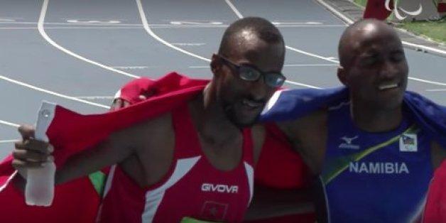 De gauche à droite, l'athlète marocain Mohamed Amgoune et l'athlète namibien Johannes Nambala