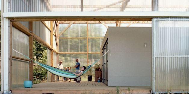 Ils avaient un petit budget, ils ont transformé ce hangar en maison modulable