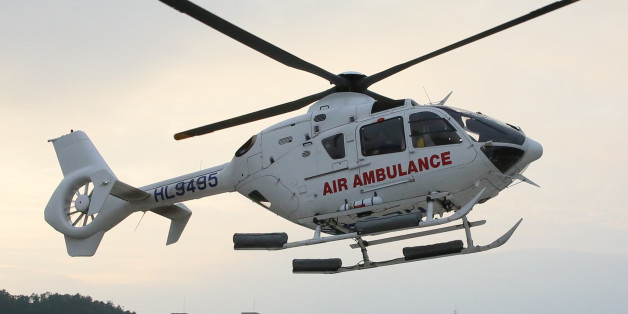 목포한국병원 항공의료팀이 운용하는 닥터헬기가 7월 11일 1천번째 환자 수송을 위해 비상하고 있다.