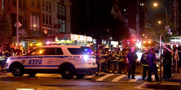 Policiers et pompiers sur les lieux de l'explosion qui s'est produite dans le quartier de Chelsea à New York, le 17 septembre 2016