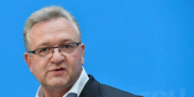 Der Berliner CDU-Chef Frank Henkel will seinen Parteivorsitz abgeben.