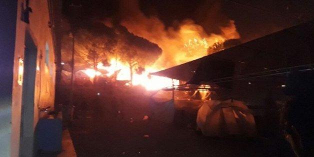 Tausende Flüchtlinge verlassen brennendes Lager in Lesbos, Feuer offenbar absichtlich gelegt