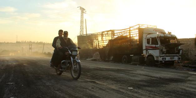 Ein ausgebrannter LKW des Hilfskonvois bei Aleppo