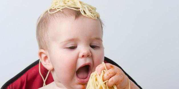 Forscher finden heraus: Feste Nahrung und selbstständiges Essen erhöhen nicht das Erstickungsrisiko bei Babys