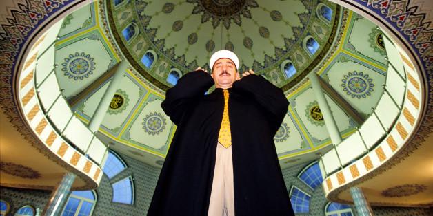 Ein Imam in der türkischen Fathi-Moschee des Ditib in Essen