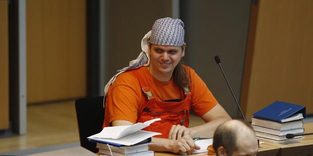Eine Woche nach dem Suizid des Piratenpolitikers Gerwald Claus-Brunner kommen immer mehr verstörende Details zum Mord an seinem 29-jährigen Opfer ans Licht