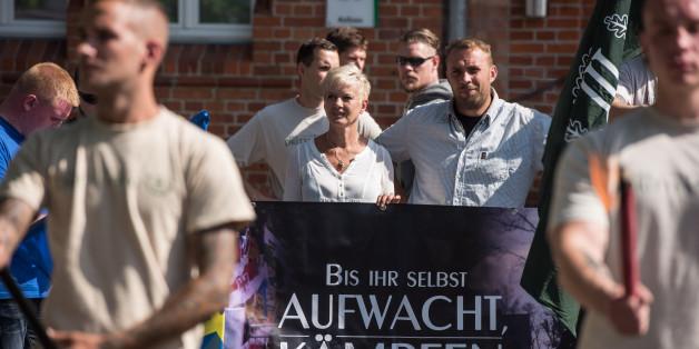 Vertreter der Neonazi-Splitterpartei 'Dritter Weg'
