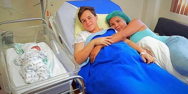 Das Transgender-Paar Fernando Machado und Diane Rodriguez präsentieren stolz ihr Kind