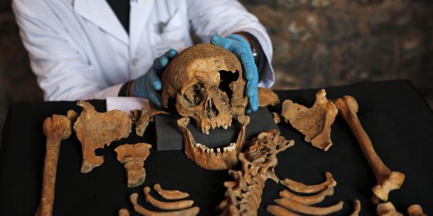 Auf einem antiken Friedhof in London wurden zwei Skelette entdeckt, die körperliche Merkmale asiatischer Menschen aufweisen