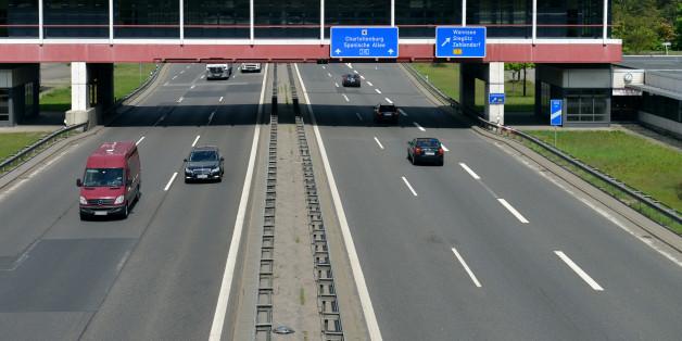 Eine Brücke über der Autobahn (Symbolfoto)