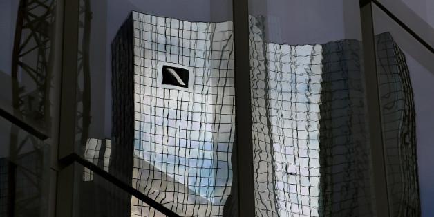 Deutsche-Bank-Aktie auf Rekordtief - Merkel schließt Hilfe aus