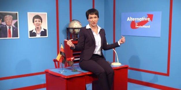 """Carolin Kebekus knöpft sich in ihrer Sendung """"Pussy Terror TV"""" die AfD-Vorsitzende Frauke Petry vor."""