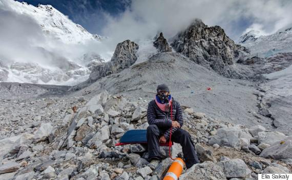 oxygen mask climber