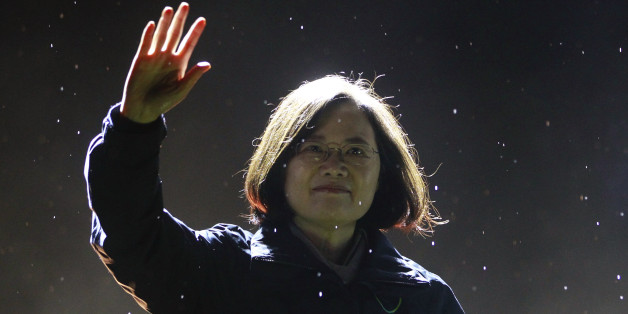 Taiwan's Democratic Progressive Party (DPP) Chairperson and presidential candidate Tsai Ing-wen greets supporters as she takes the stage during a final campaign rally ahead of the elections in Taipei, Taiwan, January 15, 2016. REUTERS/Pichi Chuang