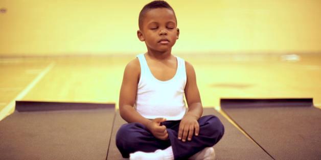 Les élèves de CE2 de l'école Robert W. Coleman à Baltimore reçoivent des cours de yoga, de respiration et de méditation.