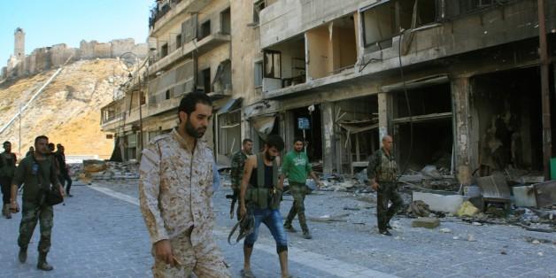 Syrische Regimeanhänger im neu eroberten Farafira-Viertel
