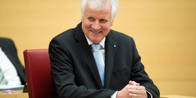 Bayerns Ministerpräsident Horst Seehofer kündigt Steuersenkung an