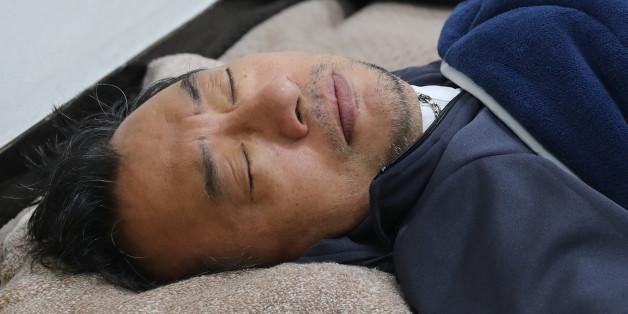 단식 일주일을 맞은 새누리당 이정현 대표가 국회 당 대표실에서 누워 있다.