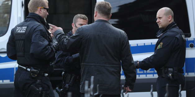 Symbolbild: Polizeibeamte in Dresden