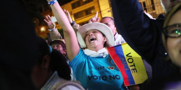 Gegner des Friedensabkommen feiern den Ausgang des Referendums