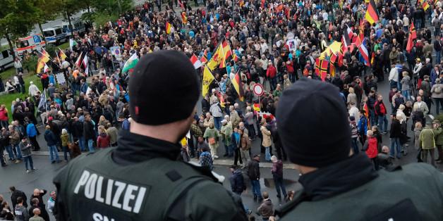 """Die Dresdner Polizei soll den Teilnehmern der Pegida-Demonstration """"einen erfolgreichen Tag"""" gewünscht haben"""