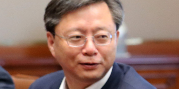 우병우 민정수석이 9월 22일 오전 청와대에서 열린 수석비서관회의에 참석, 자리에 앉아 있다.