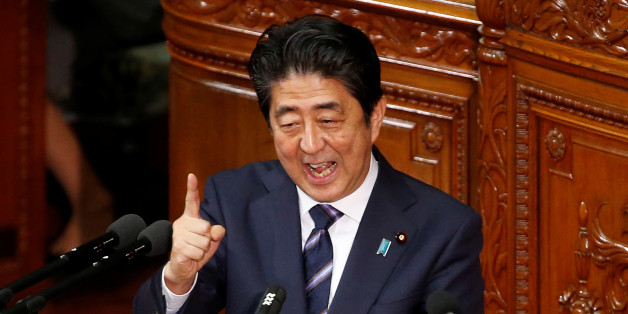 Japanese Prime minister Shinzo Abe gestures as he gives an address at the start of the new parliament session at the lower house of parliament in Tokyo, Japan, September 26, 2016. REUTERS/Kim Kyung-Hoon