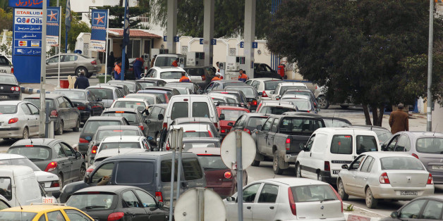 Automobiles line up for gasoline at a Staroil gas station in Tunis after the announcement of a strike by oil truck drivers in Tunisia February 8, 2011. The truck drivers are demanding for a rise in their salaries. REUTERS/Zoubeir Souissi  (TUNISIA - Tags: BUSINESS ENERGY CIVIL UNREST)