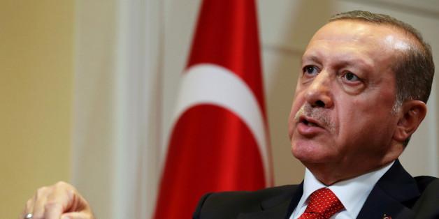 Erdogans Feldzug gegen die Demokratie: Türkiei schaltet weitere regierungskritische Sender ab
