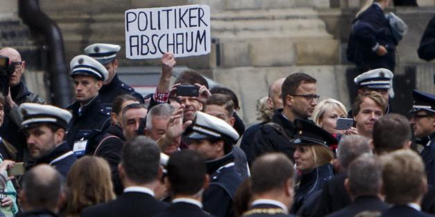 Fast jeder zweite deutsche Bundesbürger wirft Politikern ein gestörtes Verhältnis zur Alltagsrealität vor.