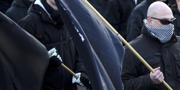 Rechtsradikaler bei einer Demonstration (Symbolbild)