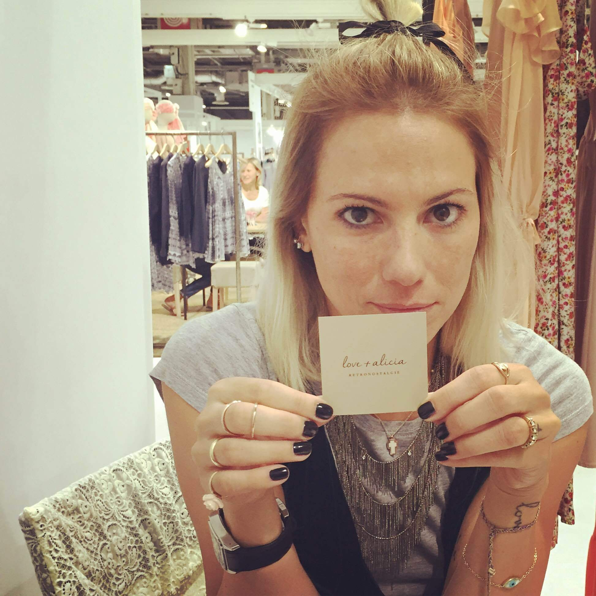 b444cf48c359 Love and Alicia  Η ελληνική εταιρεία που δημιουργεί ρούχα βγαλμένα ...