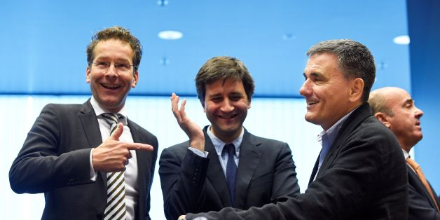 Dutch Finance Minister and president of Eurogroup Jeroen Dijsselbloem (L) talks with Greek Finance Minister Euclid Tsakalotos (R) next to a Greek advisor during an Eurogroup meeting in Luxembourg on October 10, 2016.