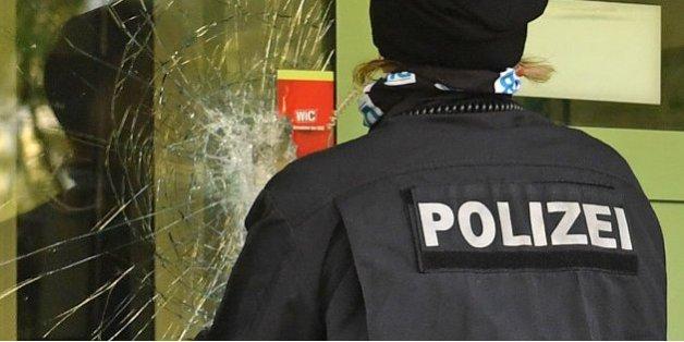 Soupçonné de préparer un attentat en Allemagne, le fugitif livré à la police par trois Syriens