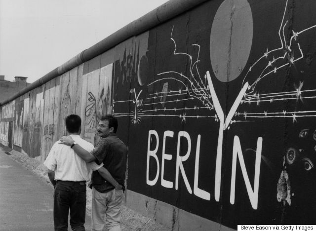 gay couple berlin wall