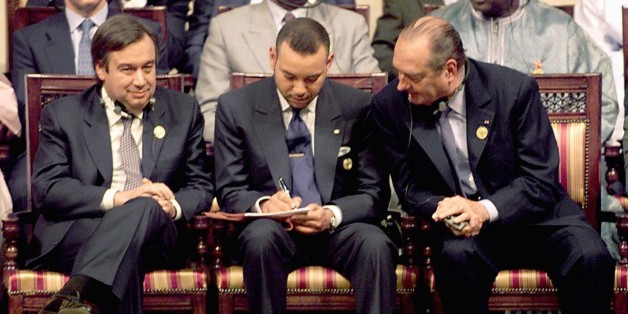 French President Jacques Chirac (R) looks over the shoulder of King Mohammed VI of Morocco as they sit alongside Portugese Prime Minister Antonio Guterres during the opening of the first Africa - Europe summit in Cairo April 3. Egyptian President Hosni Mubarak opened the first Africa-Europe summit on Monday with a call for a radical solution to Africa's debt crisis, as African and European leaders set out conflicting agendas for the dialogue.JDP/AA