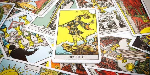 Esoterik-Fans legen sich die Tarot-Karten
