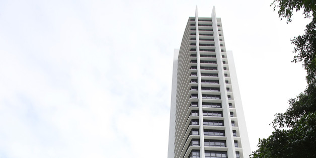GOLD COAST, AUSTRALIA - AUGUST 14:  General view of the Avalon apartment building in Surfers Paradise where a woman fell to her death from a balcony. Police are appealing for public assistant at Surfers Paradise Police Centre on August 14, 2014 in Gold Coast, Australia.  The woman has been identified as 26-year-old Warriena Tagpuno Wright from New Zealand.  (Photo by Chris Hyde/Getty Images)