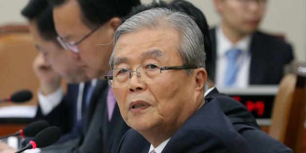 더불어민주당 김종인 의원이 12일 오후 국회에서 열린 기획재정위원회 국정감사에서 질의하고 있다.