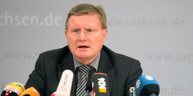 Der Anstaltsleiter der Justizvollzugsanstalt Leipzig, Rolf Jacob, äußerte sich am Mittwoch zu dem Suizid von Albakr.