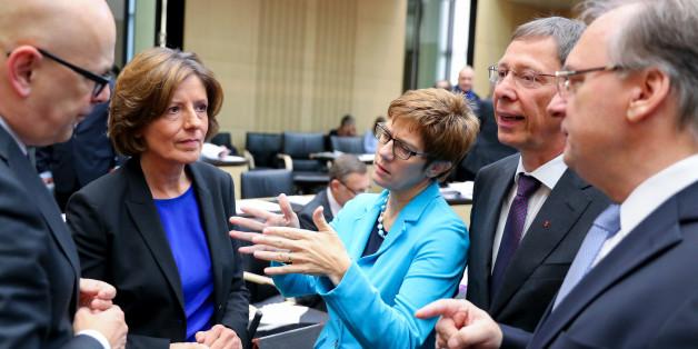 Die neue Bundesratspräsidentin Malu Dreyer (SPD) im Gespräch mit Kollegen im Bundesrat