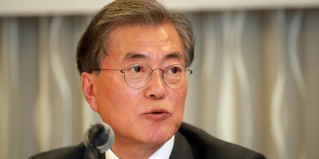 더불어민주당 문재인 전 대표가 13일 서울 프레스센터에서 열린 4대 기업 경제연구소 간담회에서 발언하고 있다.