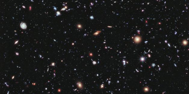 """Das """"Hubble Ultra Deep Field"""" wurde aus verschiedenen Fotos, die das Hubble Teleskop aufgenommen hat, zusammengesetzt"""