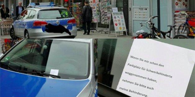 Polizisten parken auf dem Behindertenparkplatz - als sie zum Auto kommen, finden sie diesen Zettel auf der Scheibe
