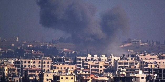 Rauchschwaden über Aleppo nach einem russischen Luftangriff.